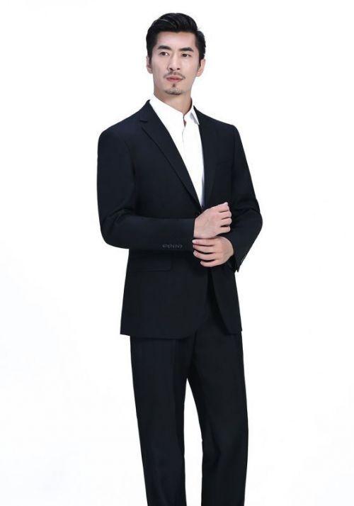男士穿西服整洁非常重要